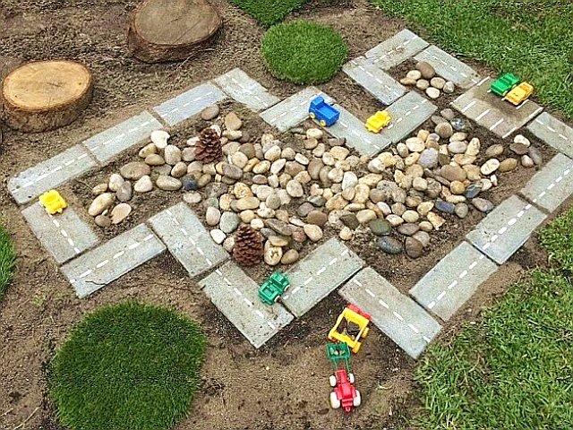Гоночный трек для детской площадки на даче