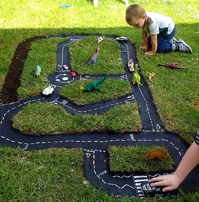 Делаем сами гоночный трек для дачной детской площадки