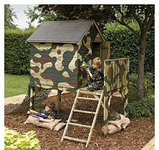 детский домик на площадке - фото