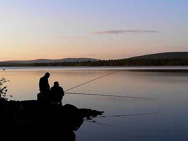 рыбалка у озера