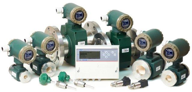 Пример комплекта поставки счетчика тепла – расходомеры, комплект термометров КТСП-Н, теплосчетчик ТВ7, датчики давления.