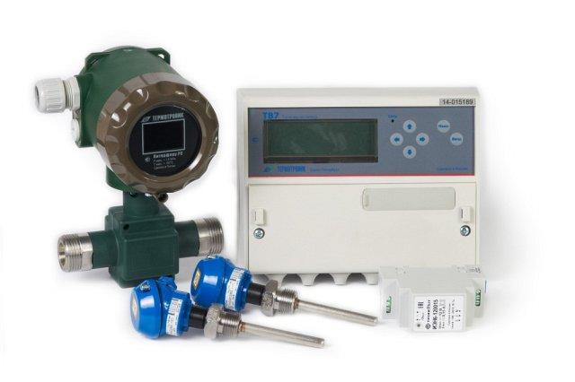 Пример комплекта поставки счетчика тепла – расходомеры, комплект термометров КТСП-Н, теплосчетчик ТВ7.